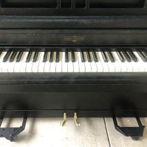 Black and white keys to a piano.